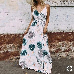 Dresses & Skirts - Floral halter open back maxi plunge dress